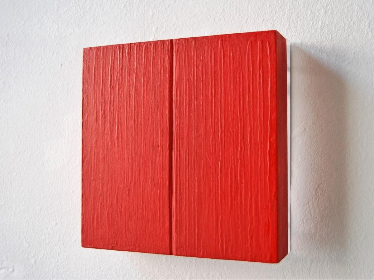#34 Tineke Porck, 'red lining', 2019, gemengde techniek op MDF en perspex, 15x15x4 cm