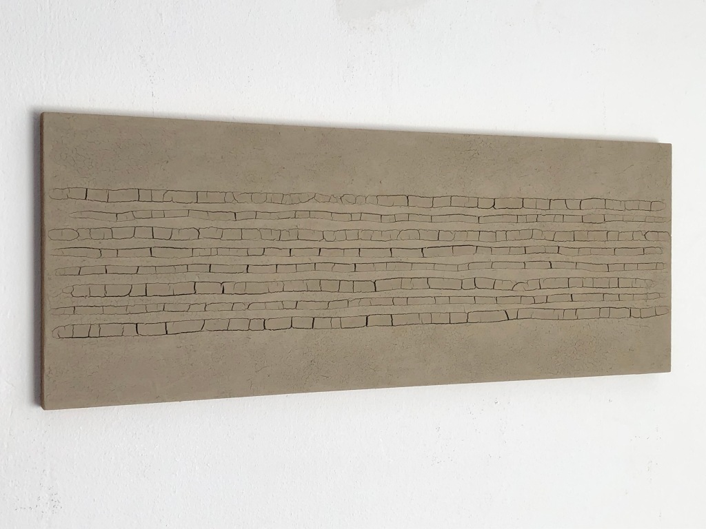 #53 Hein van Delft, Footprints, waddenklei op mdf, 15x40 cm
