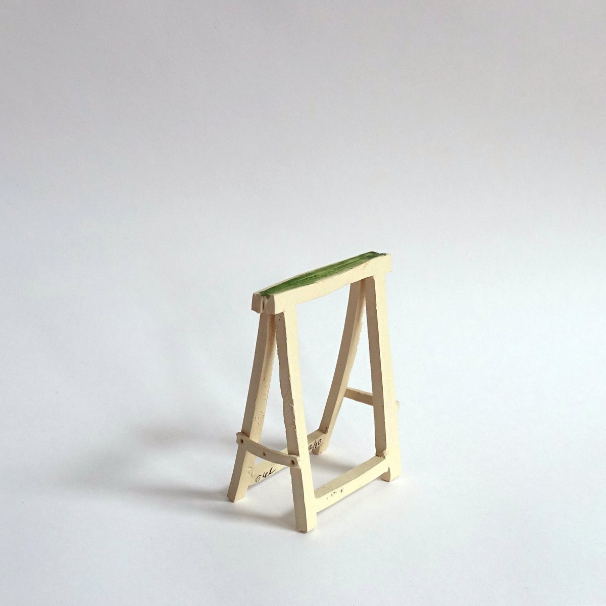 #44 Giel Louws, Drager, aardewerk en acryl in doosje, 10x7x5 cm, multiple oplage 10