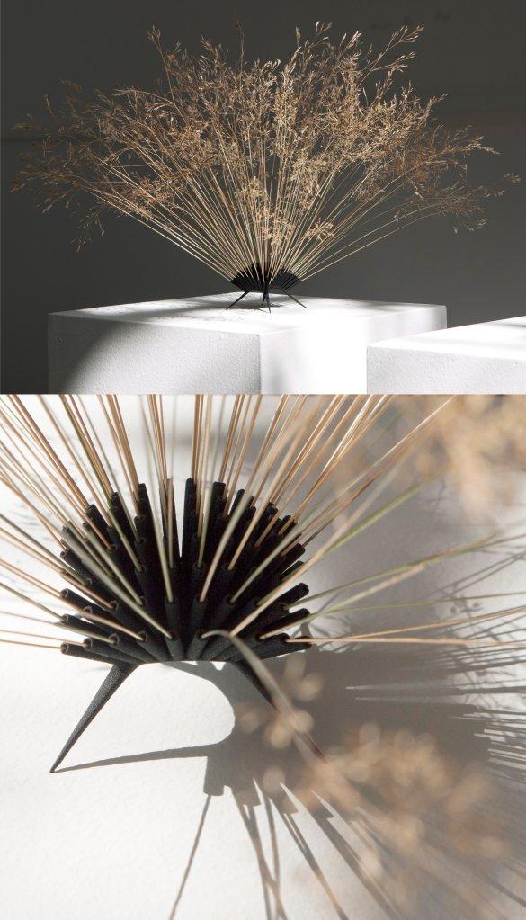 #56 Leo Cahn, Gras Vaas, 3D-abs en bermgras, 5x6x6 cm met gras ±30 cm.