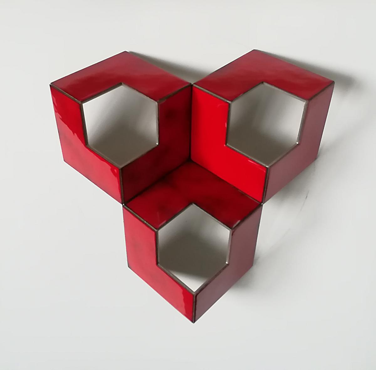 Henk Rusman, Structuur in rood III, R.v.s. / koper / emailleer 30x30x9 cm